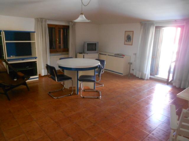 Appartamento in vendita a Porto Recanati, 7 locali, zona Località: QuartiereCentro-Castelnuovo-SanMarino, prezzo € 160.000   CambioCasa.it