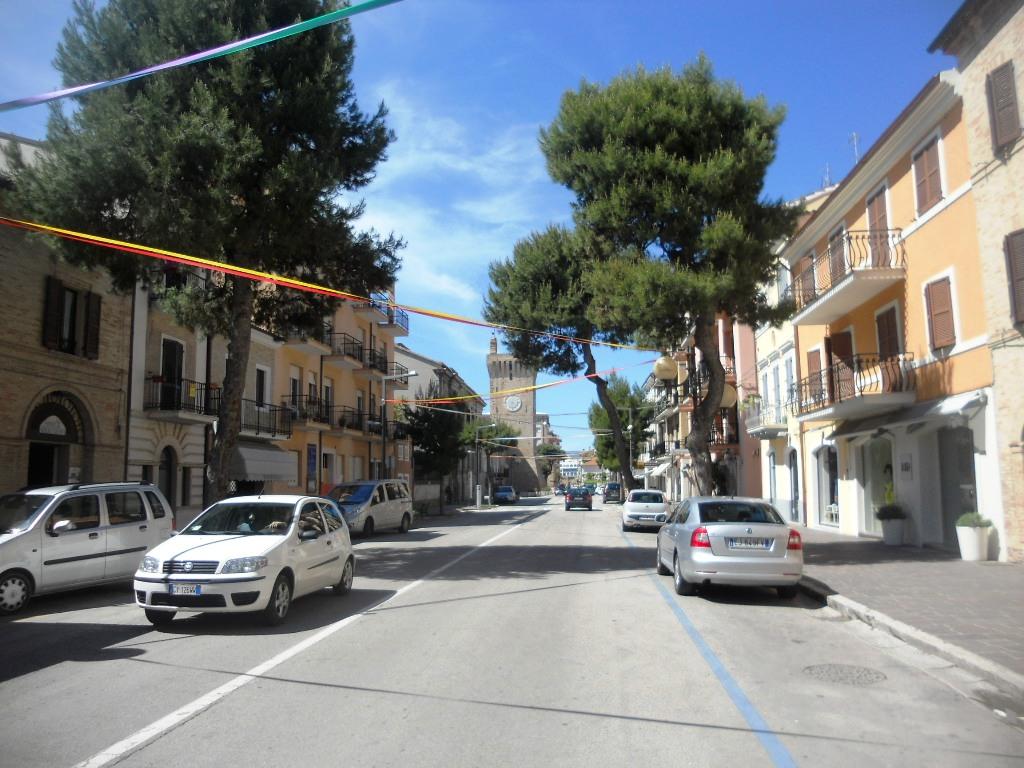 Attività / Licenza in affitto a Porto Recanati, 9999 locali, zona Località: QuartiereCentro-Castelnuovo-SanMarino, Trattative riservate   CambioCasa.it