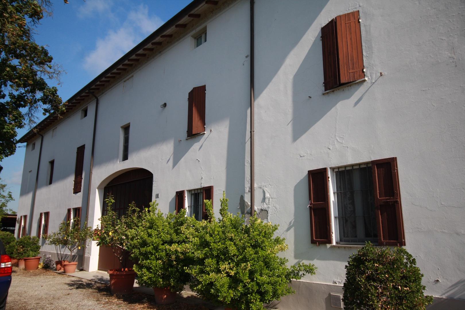 Rustico / Casale in vendita a Gattatico, 7 locali, prezzo € 293.000 | CambioCasa.it