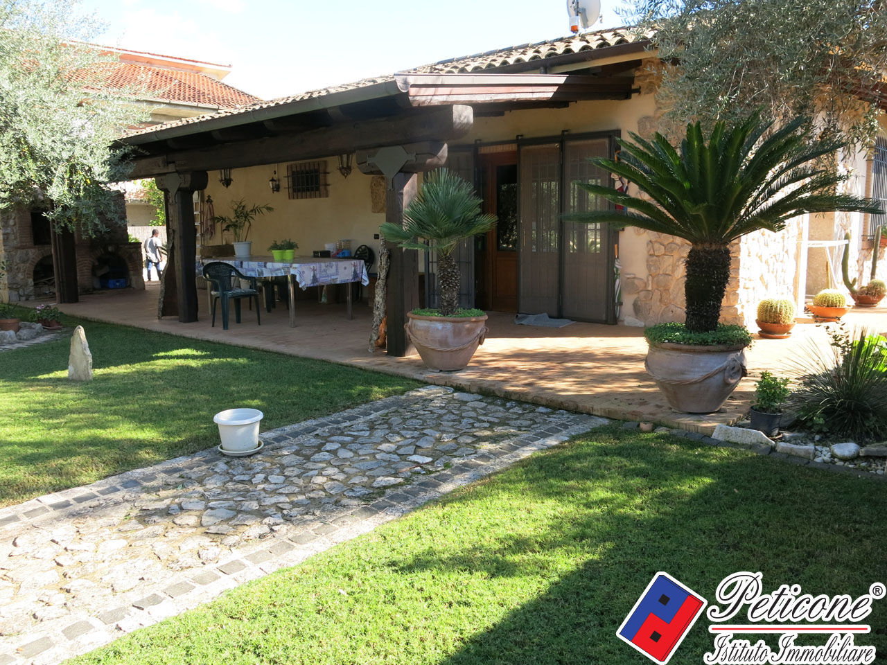 Villa in Vendita a Fondi: 3 locali, 107 mq - Foto 1