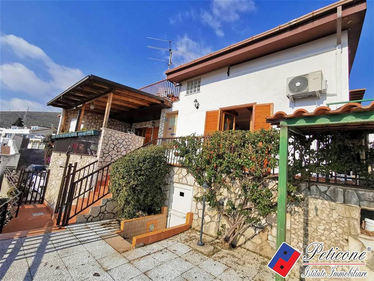 Villa in Vendita a Formia: 5 locali, 100 mq - Foto 1