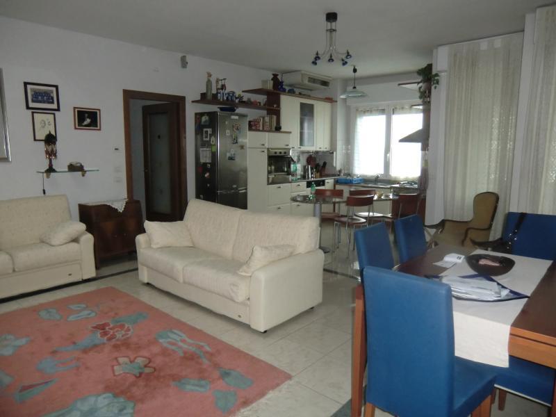 Appartamento in affitto a Ferrara, 4 locali, zona Località: FuoriMura-ZonaSud, prezzo € 650 | CambioCasa.it