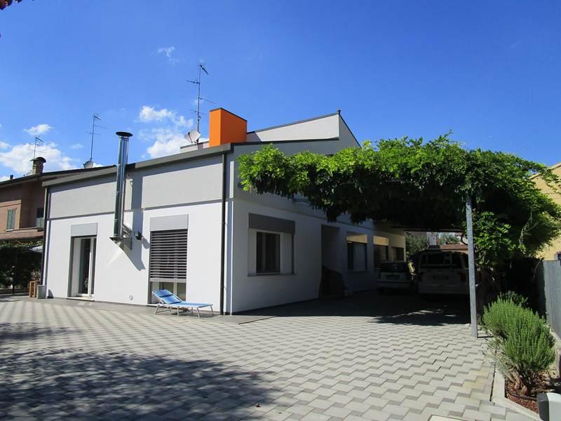 Soluzione Indipendente in vendita a Bondeno, 6 locali, prezzo € 380.000 | CambioCasa.it