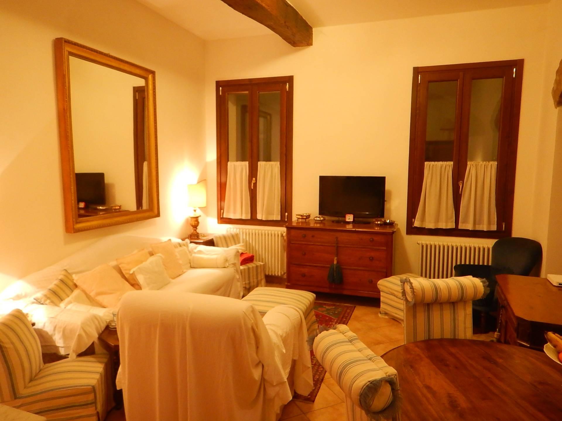 Appartamento in affitto a Ferrara, 3 locali, zona Località: Centrostorico, prezzo € 700 | CambioCasa.it