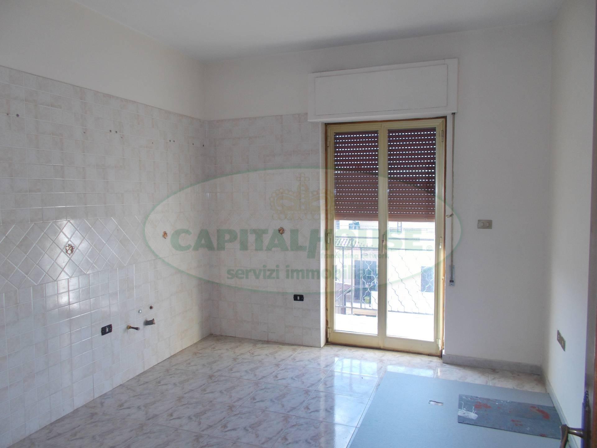 Appartamento in vendita a San Prisco, 3 locali, zona Località: ZonaCentrale, prezzo € 130.000 | CambioCasa.it