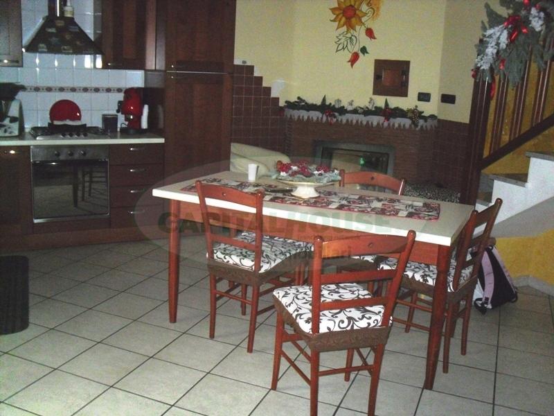 Soluzione Semindipendente in vendita a Cimitile, 3 locali, prezzo € 70.000 | Cambio Casa.it