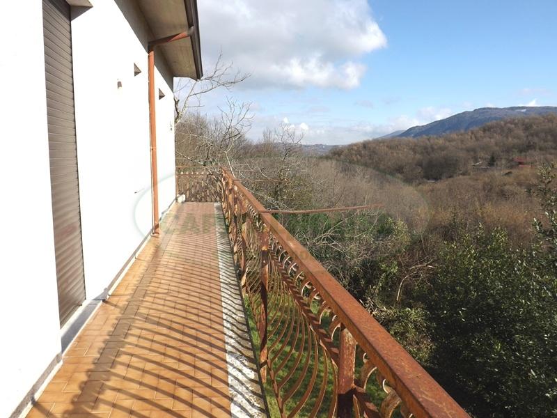 Villa in vendita a Aiello del Sabato, 4 locali, prezzo € 130.000 | Cambio Casa.it