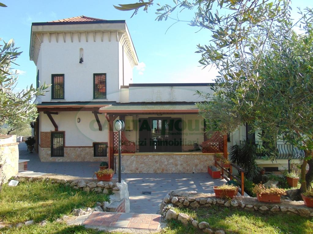 Villa in vendita a Avella, 9 locali, prezzo € 400.000 | Cambio Casa.it