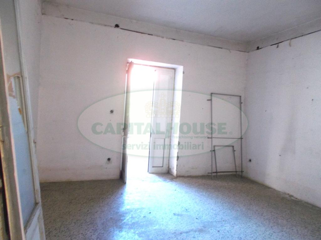 Appartamento in vendita a San Prisco, 2 locali, zona Località: ZonaCentrale, prezzo € 40.000 | CambioCasa.it