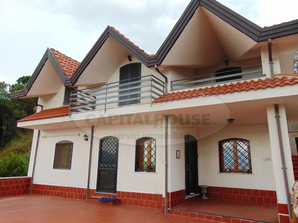 Villa in vendita a Quadrelle, 4 locali, prezzo € 285.000 | Cambio Casa.it