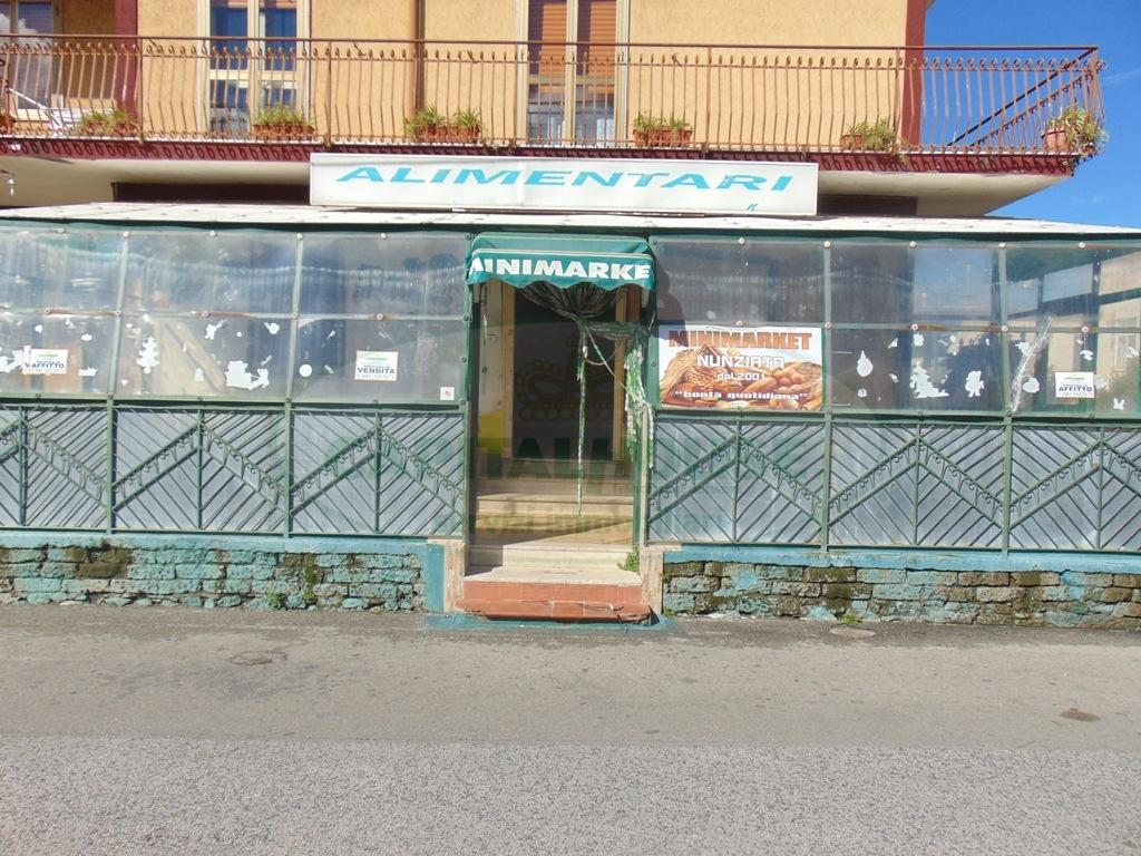 Negozio / Locale in affitto a Sirignano, 9999 locali, prezzo € 500 | Cambio Casa.it