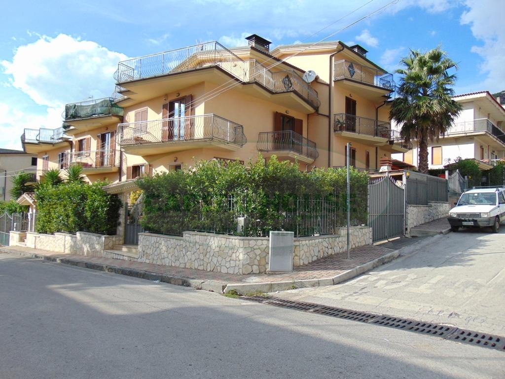 Villa in vendita a Quadrelle, 6 locali, prezzo € 245.000 | Cambio Casa.it