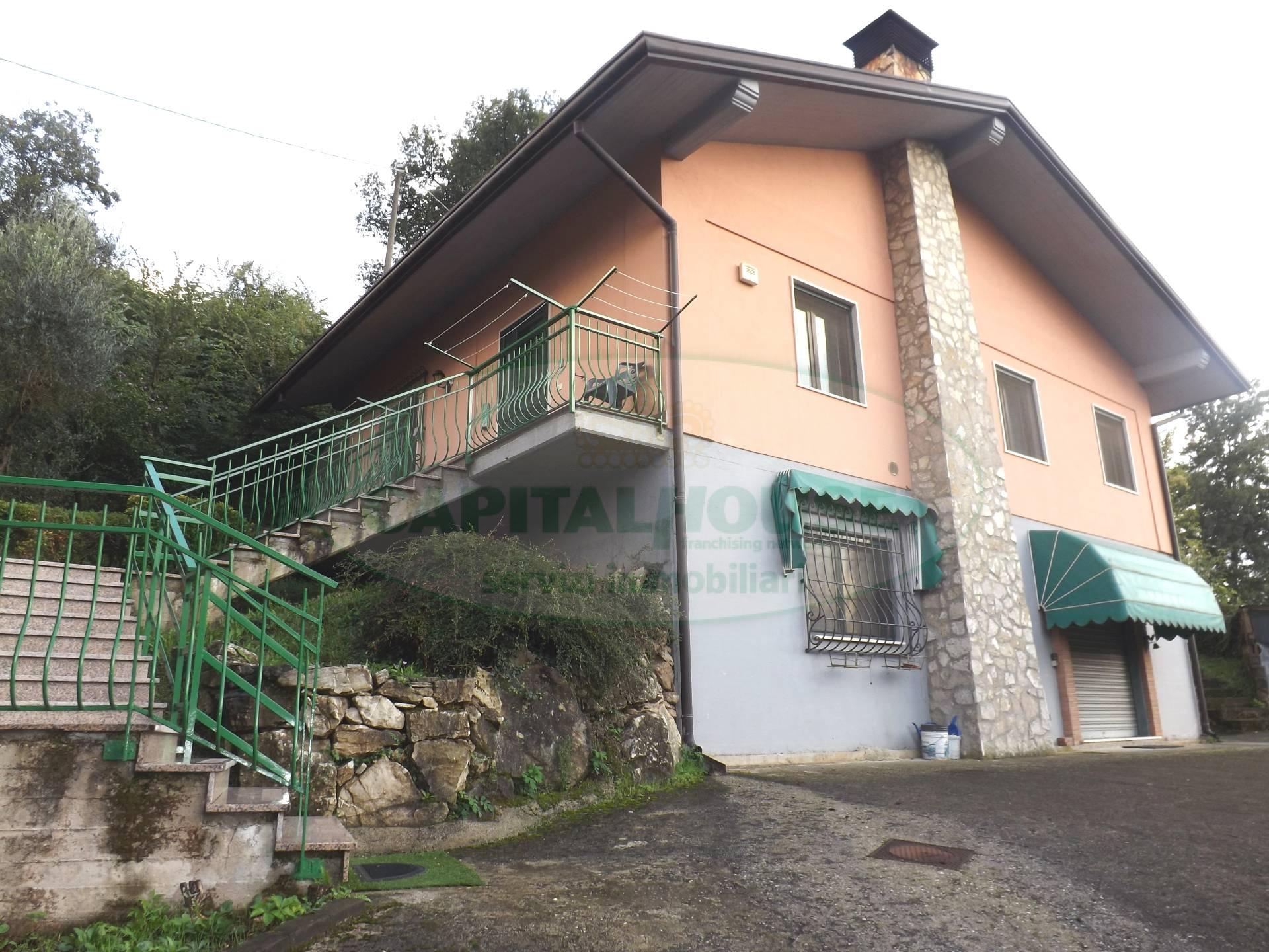 Villa in vendita a Cesinali, 3 locali, prezzo € 140.000 | Cambio Casa.it