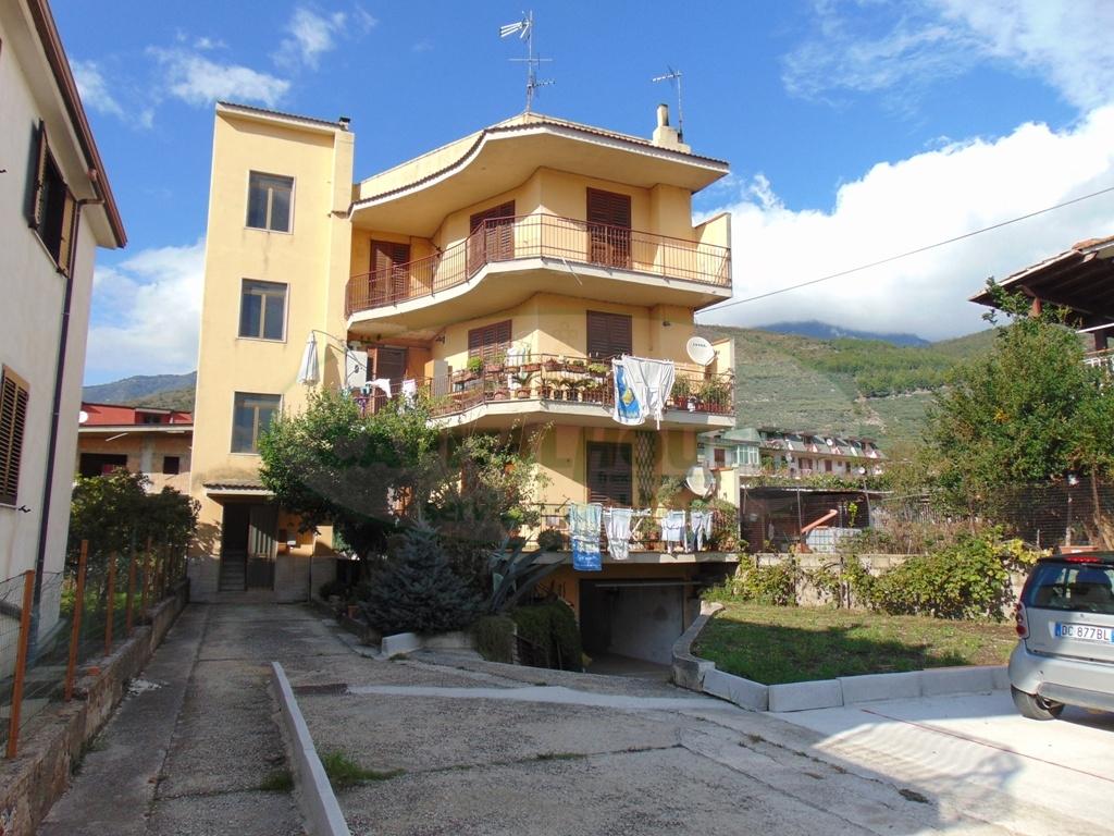 Appartamento in vendita a Sirignano, 4 locali, prezzo € 98.000 | CambioCasa.it