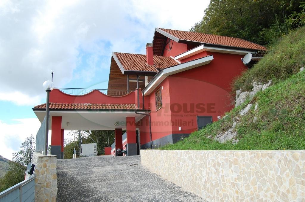 Villa in affitto a Monteforte Irpino, 4 locali, zona Località: Campi, prezzo € 600 | Cambio Casa.it