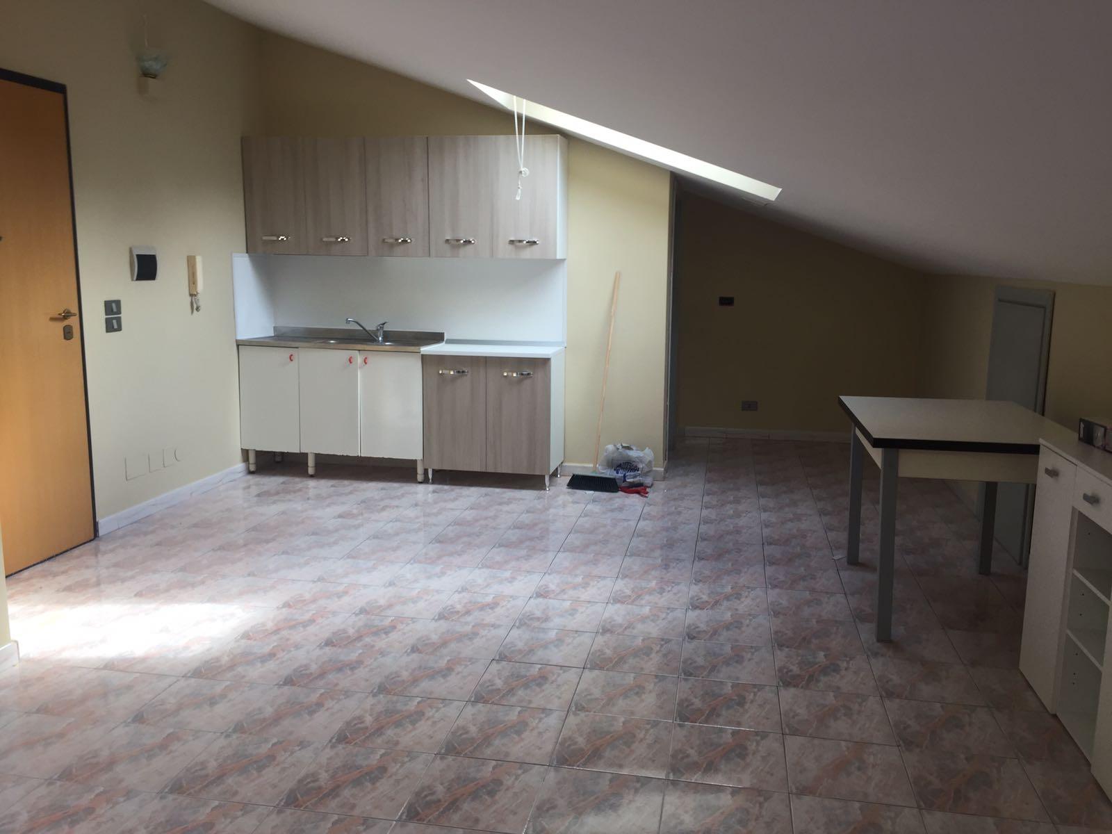 Attico / Mansarda in affitto a Avellino, 1 locali, zona Località: ViaCircumvallazione, prezzo € 250 | Cambio Casa.it