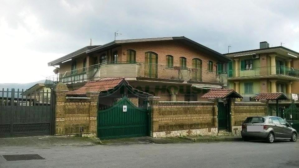 Soluzione Indipendente in vendita a Quadrelle, 8 locali, prezzo € 320.000 | Cambio Casa.it