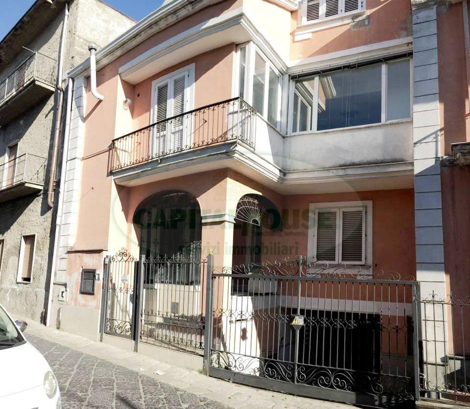 Soluzione Semindipendente in affitto a Avella, 4 locali, prezzo € 450 | Cambio Casa.it