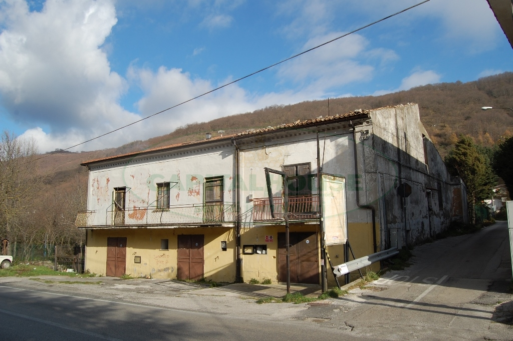 Soluzione Indipendente in vendita a Monteforte Irpino, 6 locali, zona Località: Campi, prezzo € 67.000 | Cambio Casa.it
