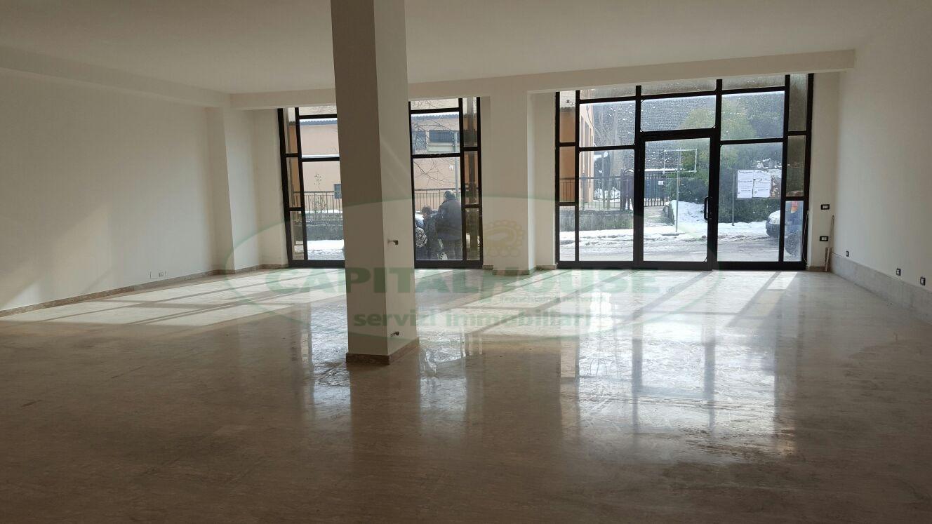 Negozio / Locale in affitto a Avellino, 9999 locali, zona Località: ViaCircumvallazione, prezzo € 1.500 | Cambio Casa.it