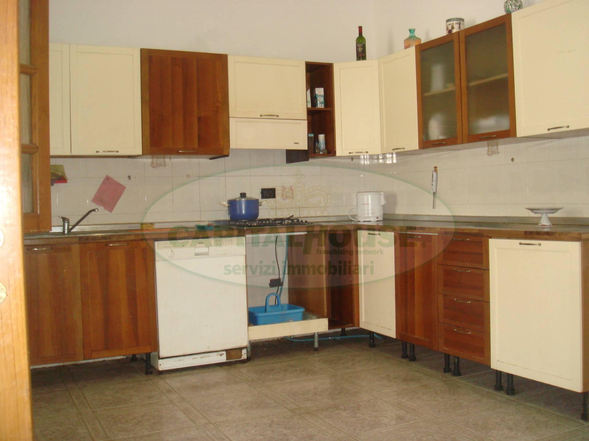 Soluzione Indipendente in vendita a Santa Maria Capua Vetere, 4 locali, zona Località: ZonaAnfiteatro, prezzo € 135.000   Cambio Casa.it