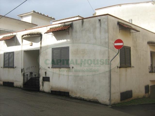 Soluzione Indipendente in vendita a Sirignano, 4 locali, prezzo € 190.000 | CambioCasa.it
