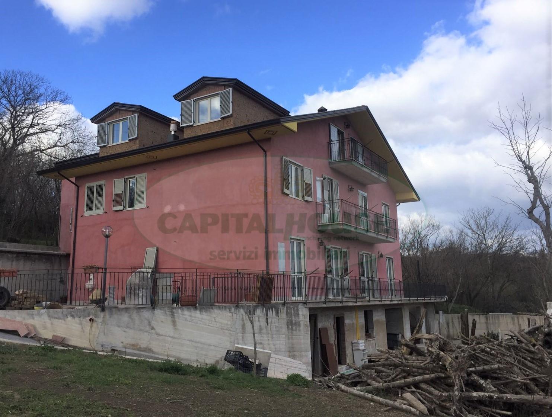 Soluzione Indipendente in vendita a Avellino, 12 locali, zona Località: ContradaArchi, Trattative riservate | CambioCasa.it