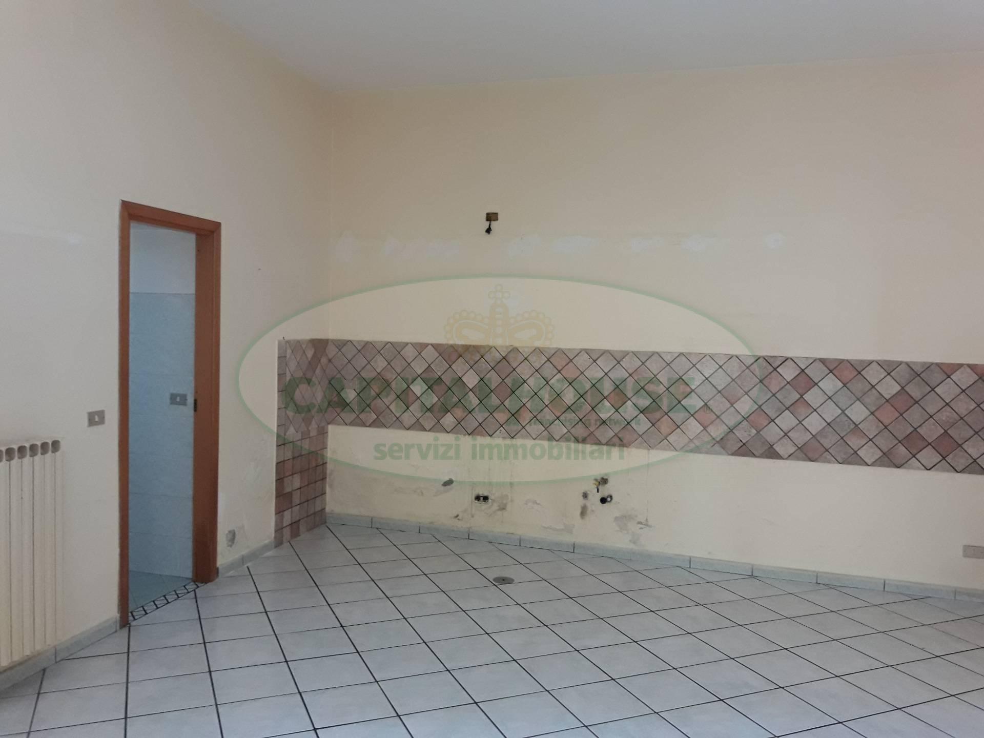 Soluzione Indipendente in vendita a Macerata Campania, 8 locali, prezzo € 180.000 | CambioCasa.it