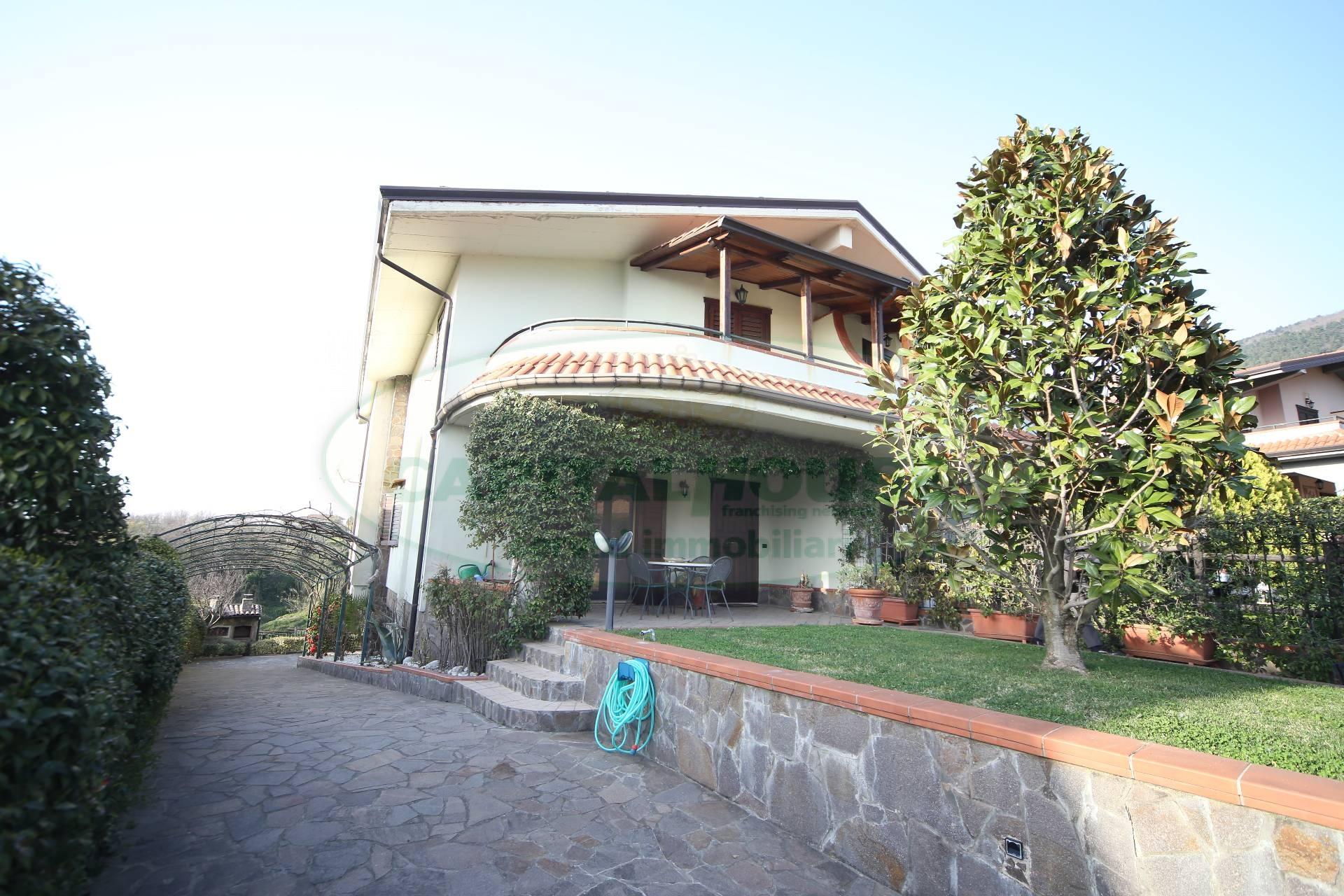 Villa in vendita a Santo Stefano del Sole, 4 locali, prezzo € 240.000 | CambioCasa.it