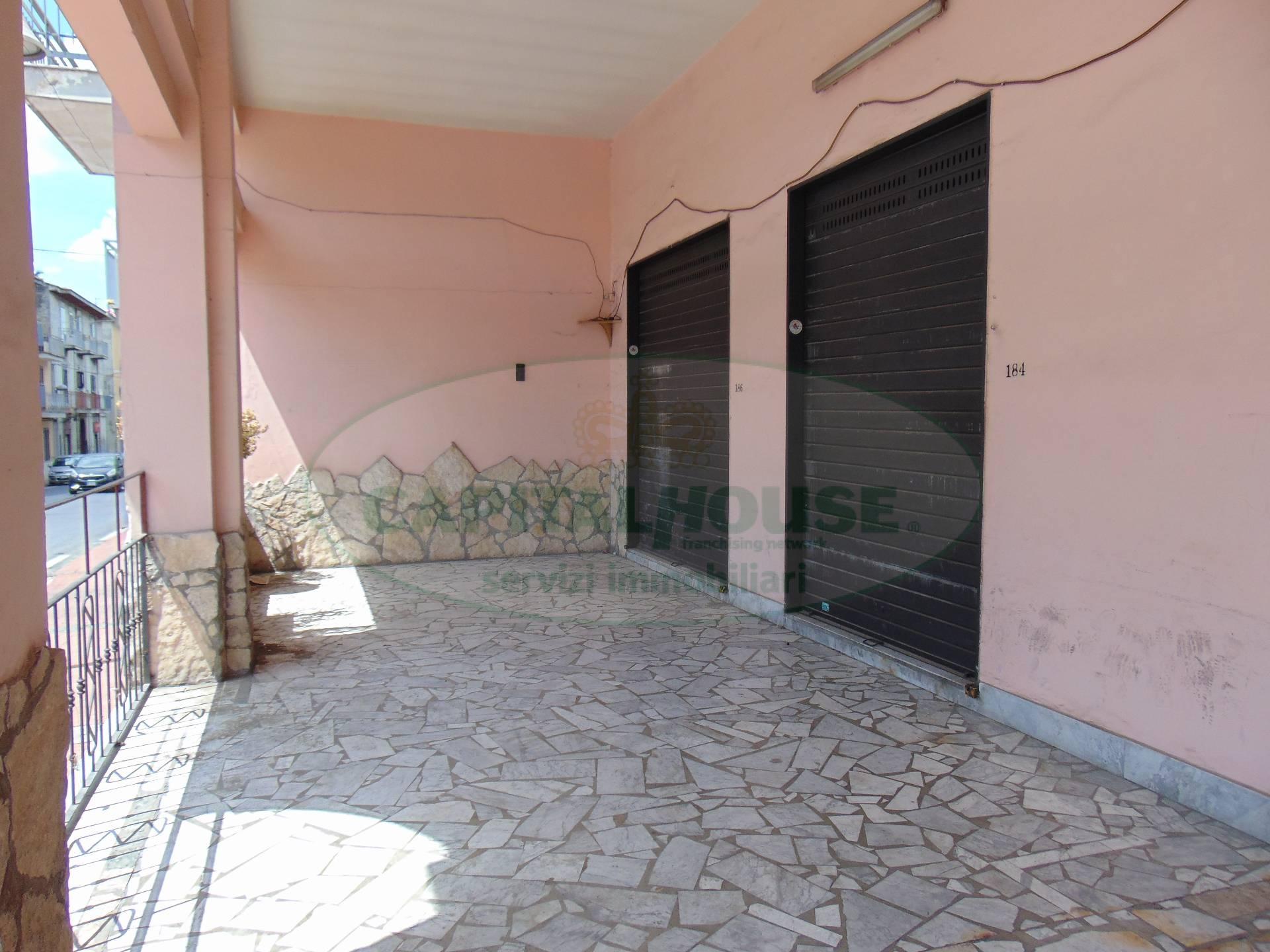 Negozio / Locale in affitto a Sperone, 9999 locali, prezzo € 500 | CambioCasa.it