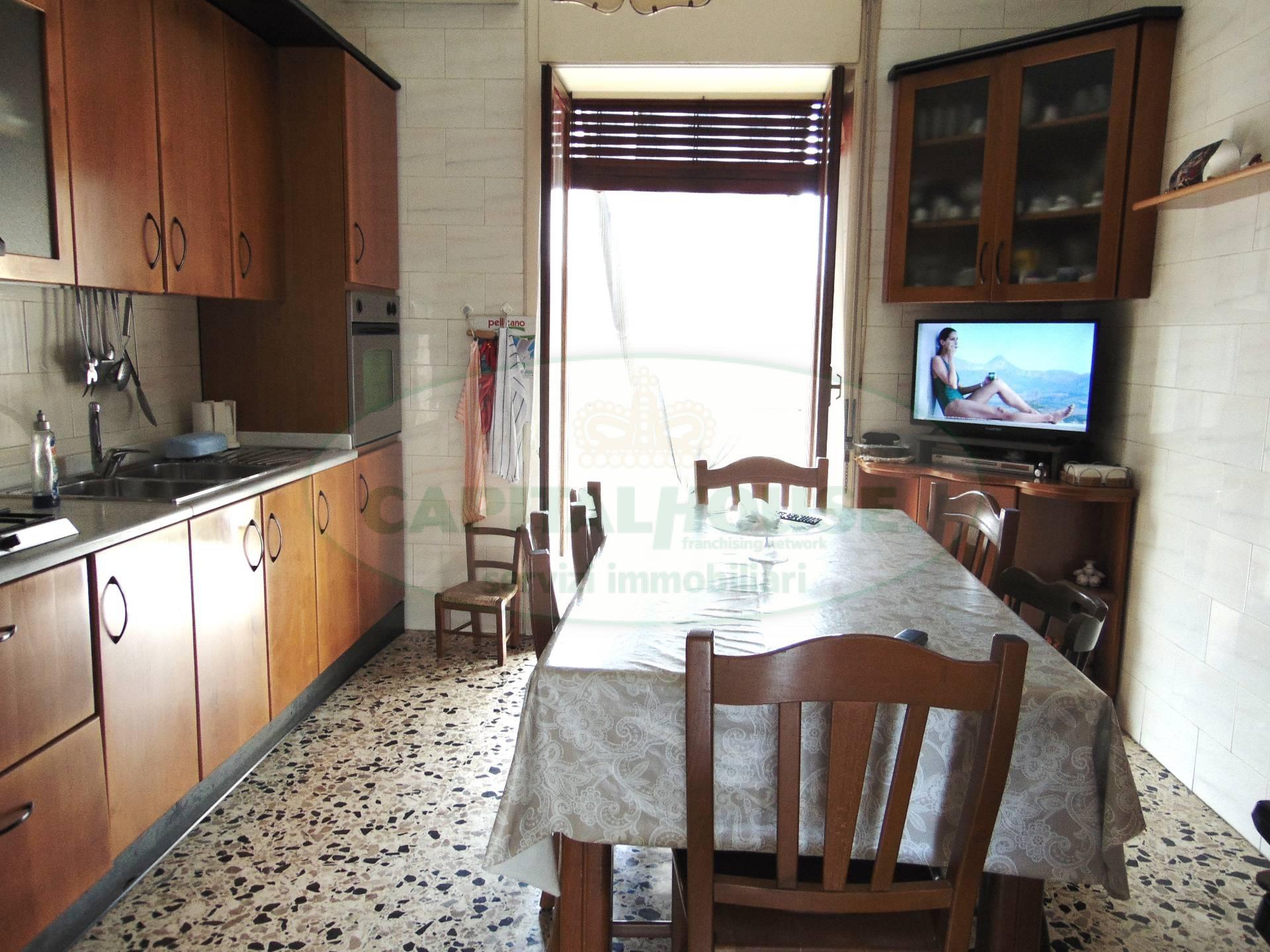 Appartamento in vendita a San Prisco, 3 locali, zona Località: ZonaCentrale, prezzo € 69.000 | CambioCasa.it