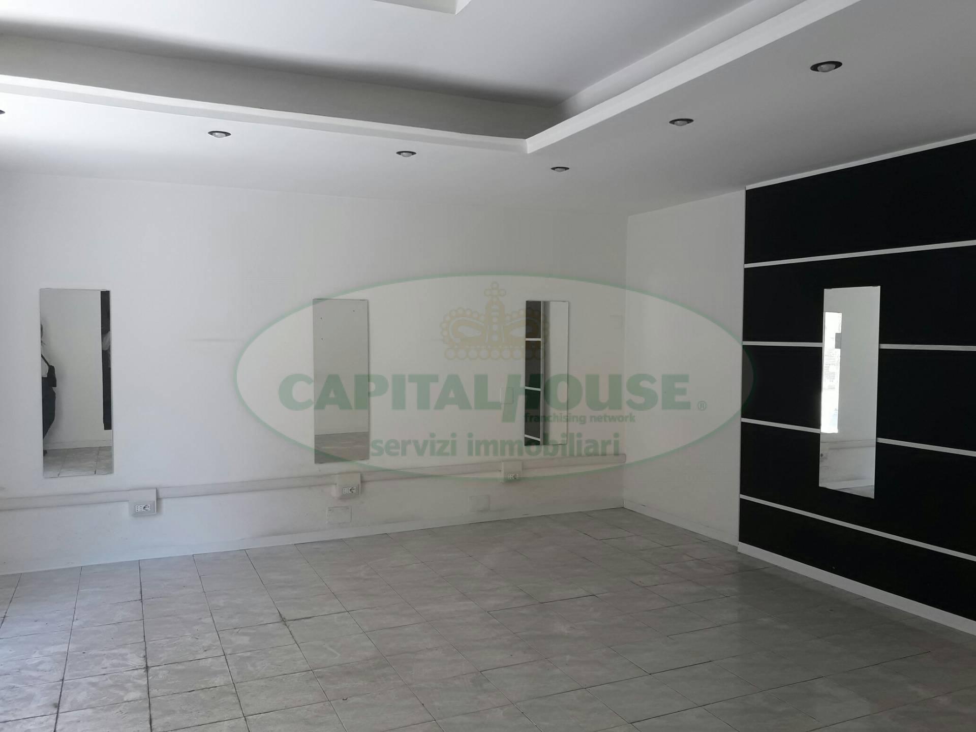 Attività / Licenza in affitto a Macerata Campania, 9999 locali, prezzo € 400 | CambioCasa.it