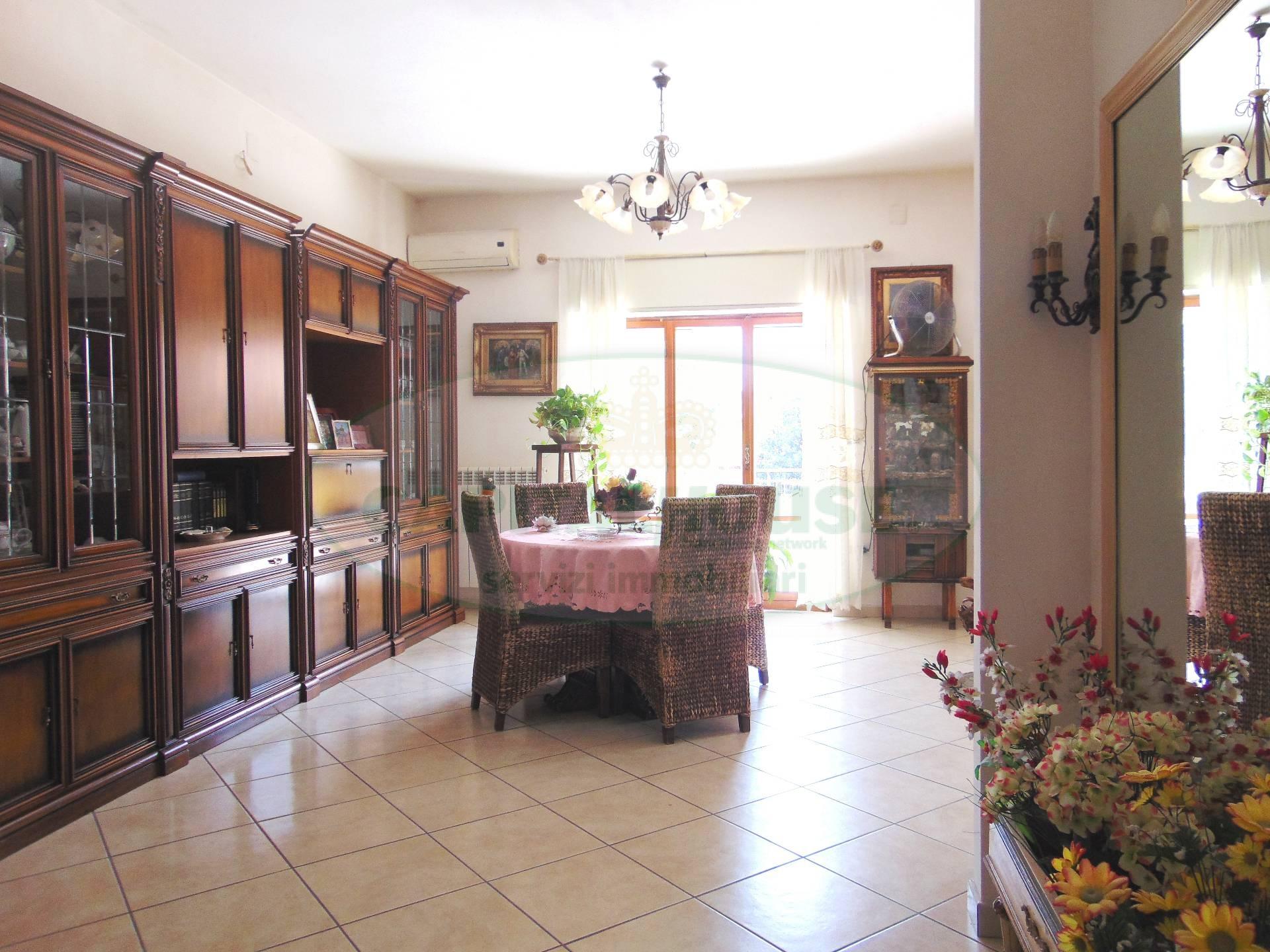 Appartamento in vendita a San Prisco, 4 locali, zona Località: ZonaCentrale, prezzo € 160.000 | CambioCasa.it