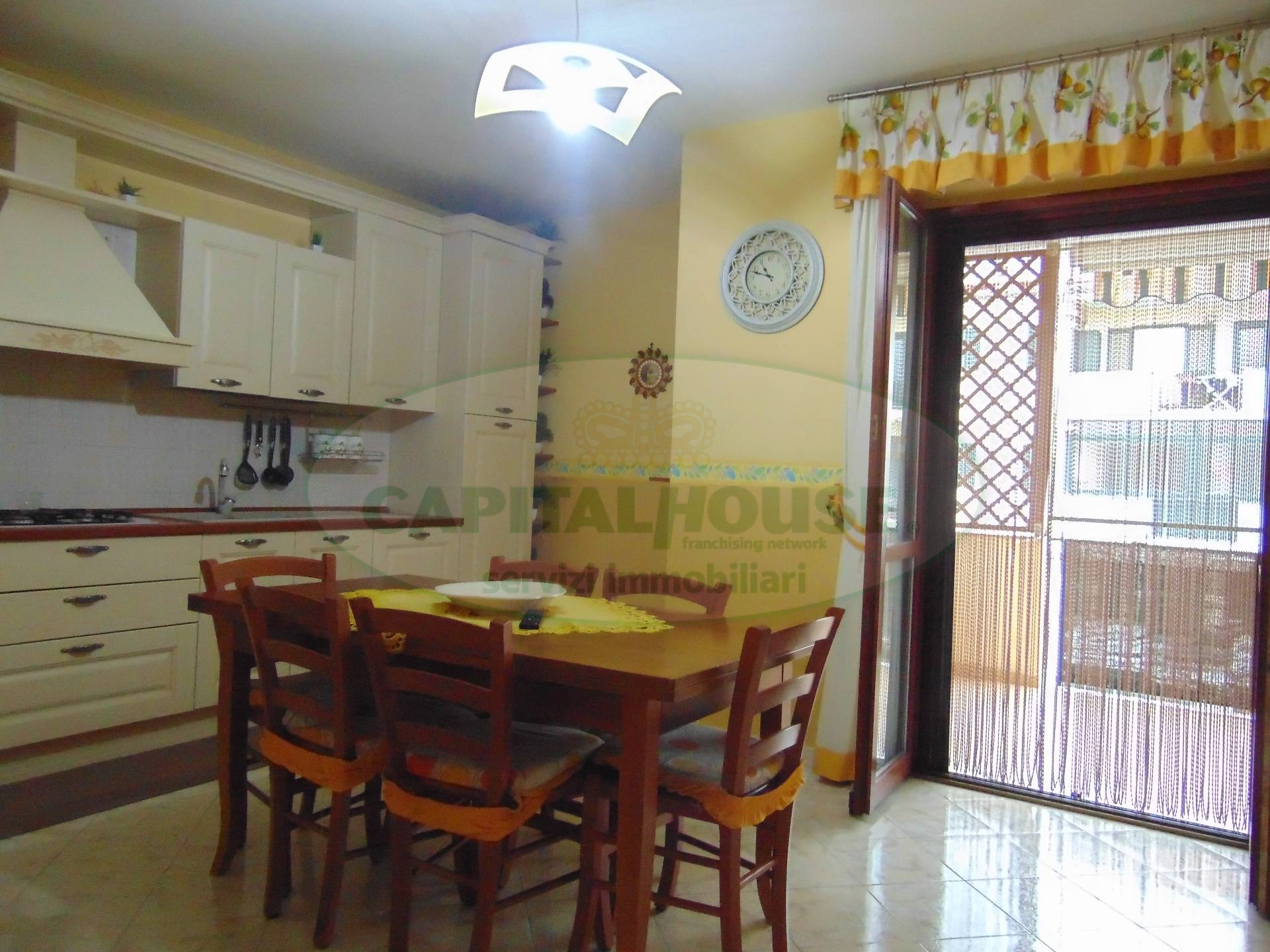 Appartamento in vendita a San Prisco, 4 locali, zona Località: ZonaPiscina, prezzo € 175.000 | CambioCasa.it