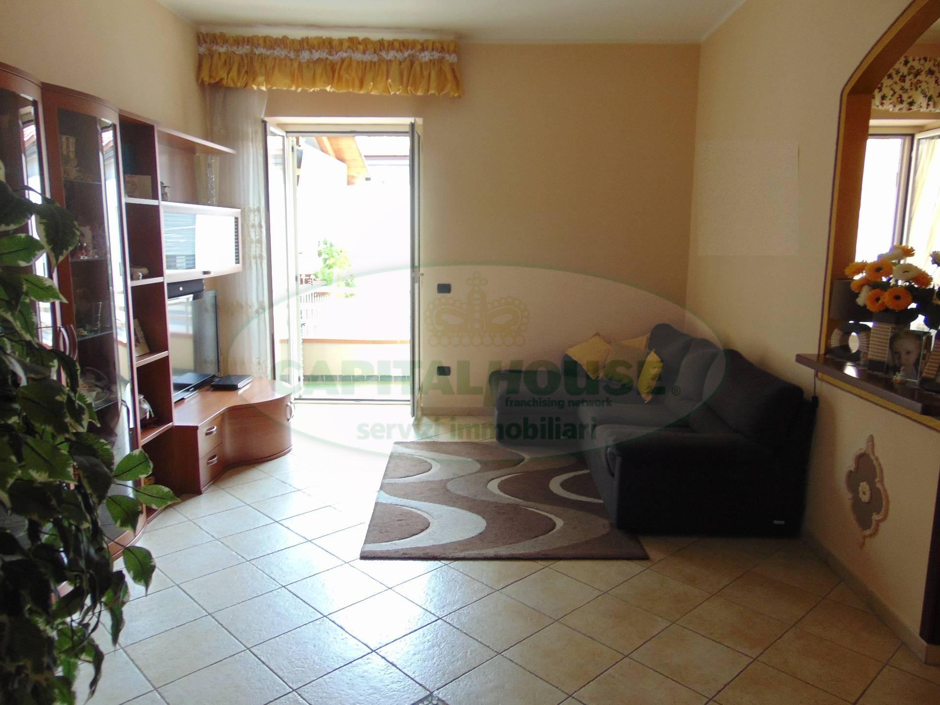Appartamento in vendita a San Prisco, 3 locali, zona Località: ZonaCentrale, prezzo € 110.000 | CambioCasa.it