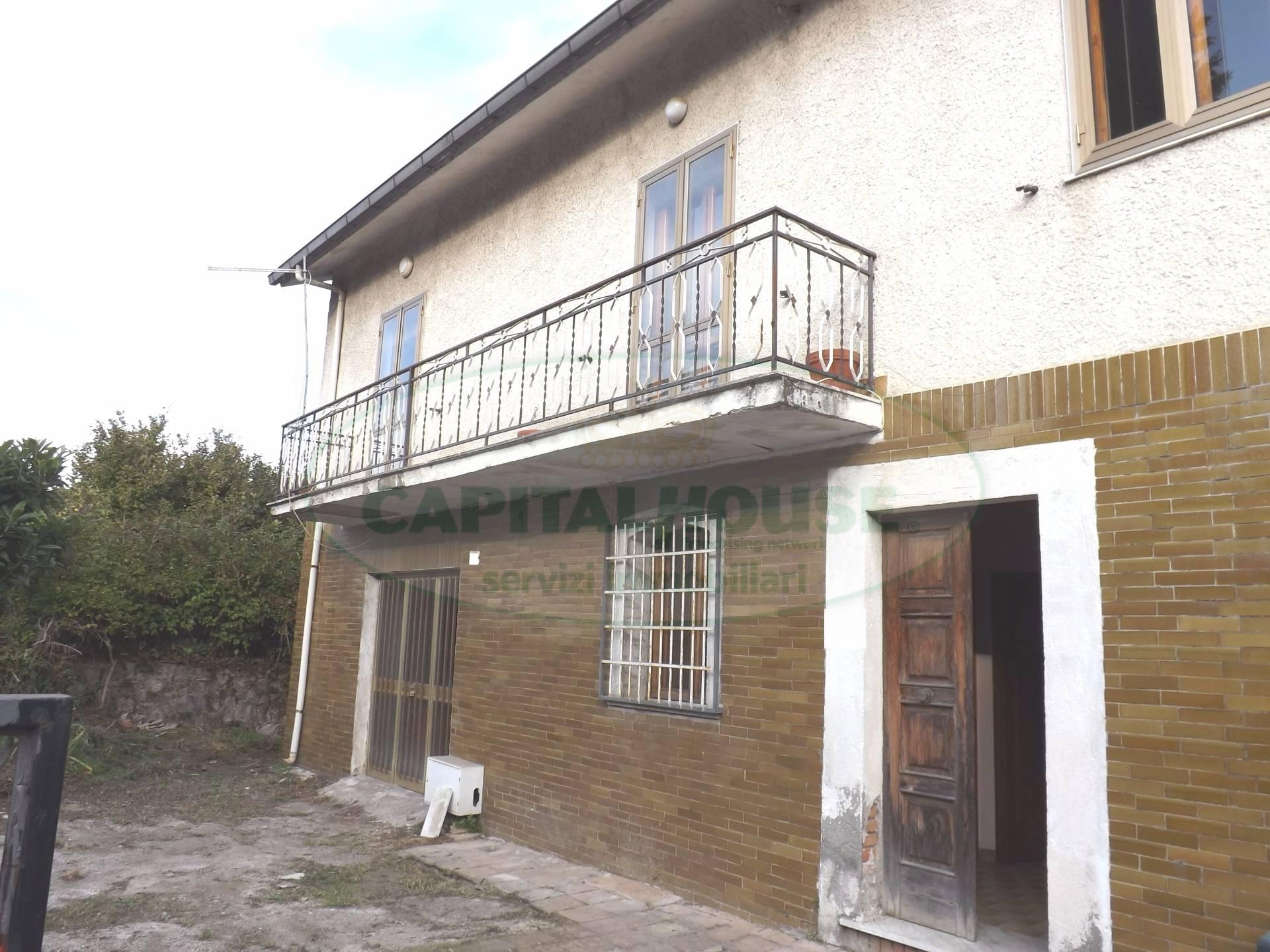 Villa in vendita a Atripalda, 5 locali, prezzo € 200.000 | CambioCasa.it