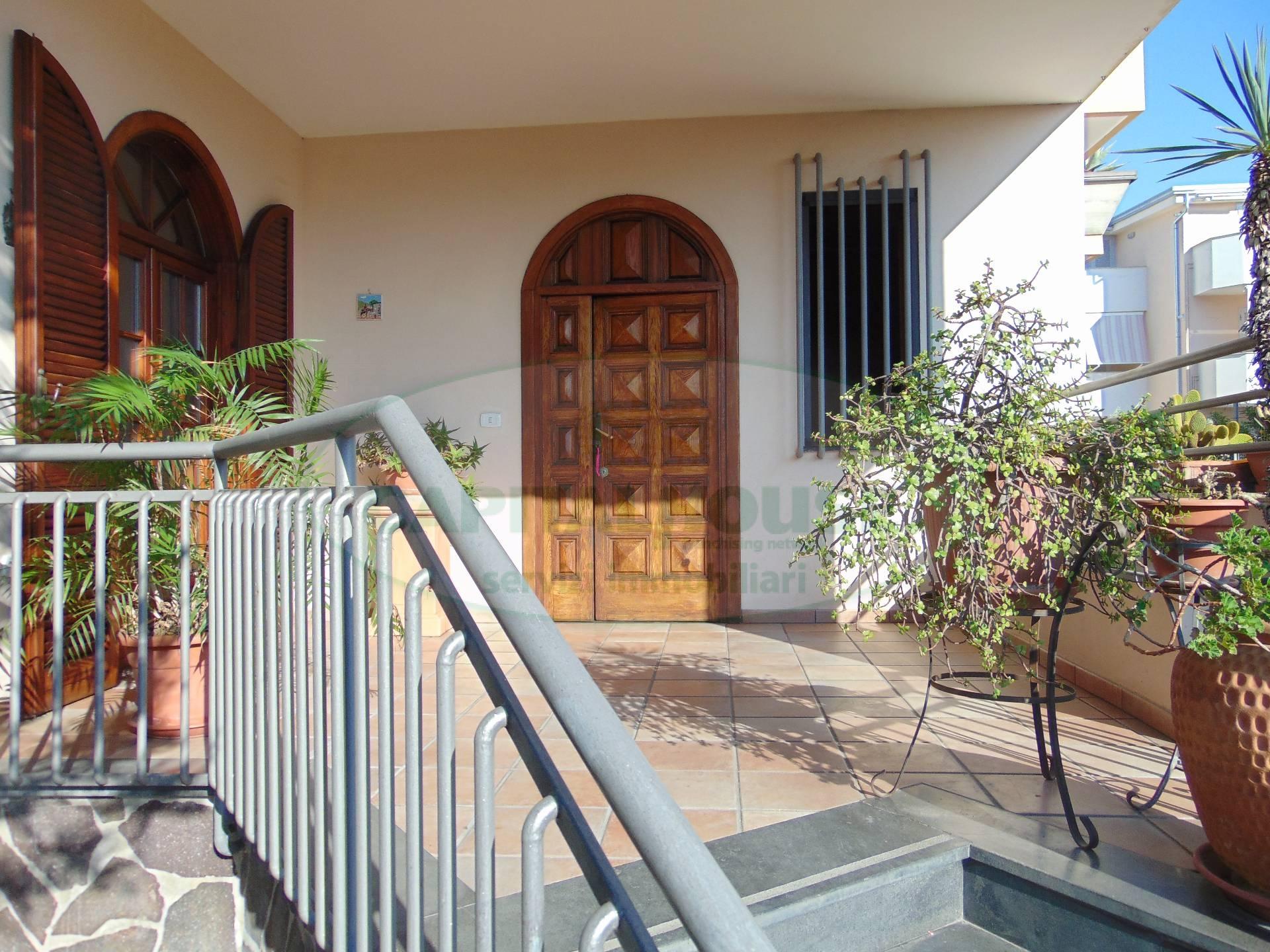Villa in vendita a San Prisco, 12 locali, zona Località: ZonaPiscina, Trattative riservate | CambioCasa.it