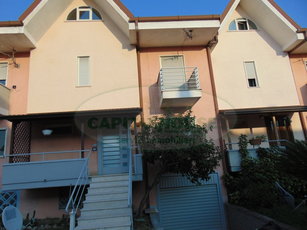 Villa a Schiera in vendita a Sirignano, 5 locali, prezzo € 230.000 | CambioCasa.it