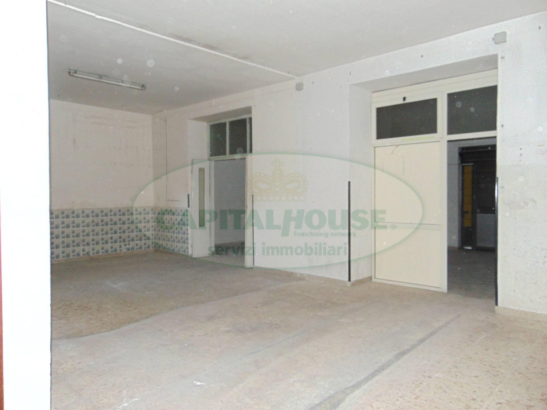 Negozio / Locale in vendita a San Prisco, 9999 locali, zona Località: ZonaCentrale, prezzo € 49.000 | CambioCasa.it