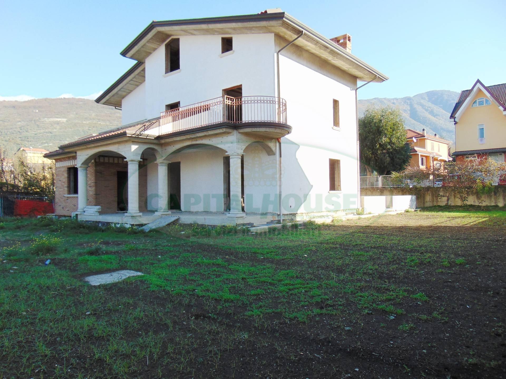 Villa in vendita a Sirignano, 10 locali, Trattative riservate | CambioCasa.it