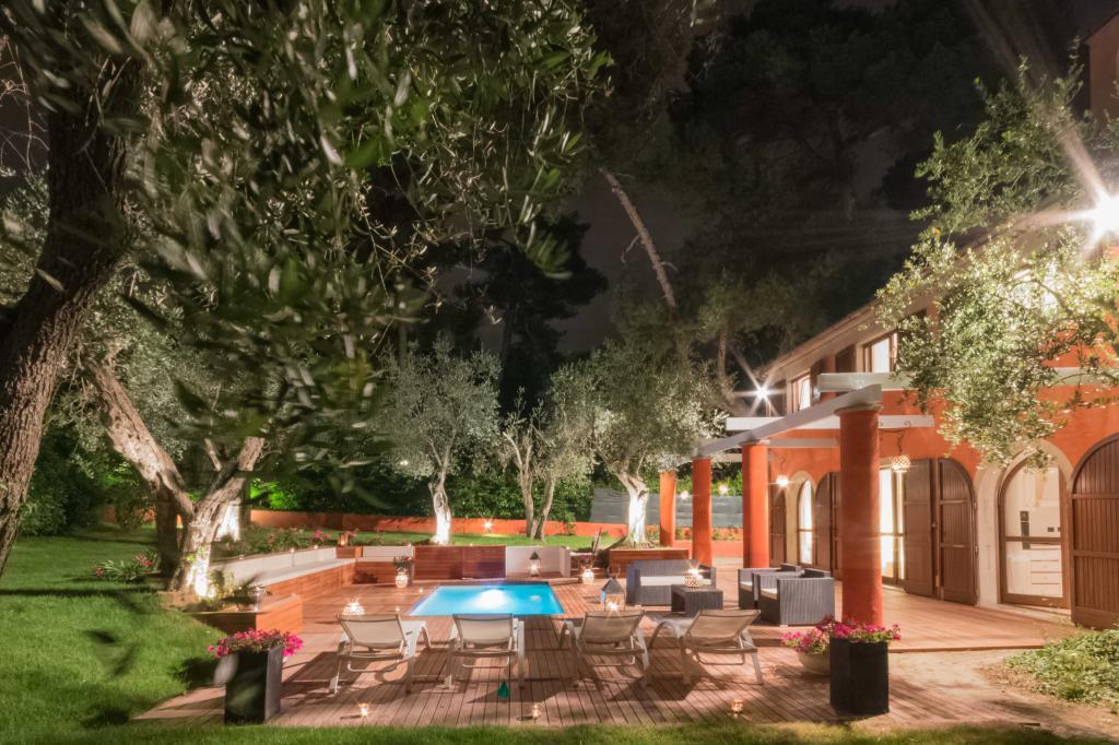 Villa in affitto a Riccione, 10 locali, Trattative riservate | CambioCasa.it