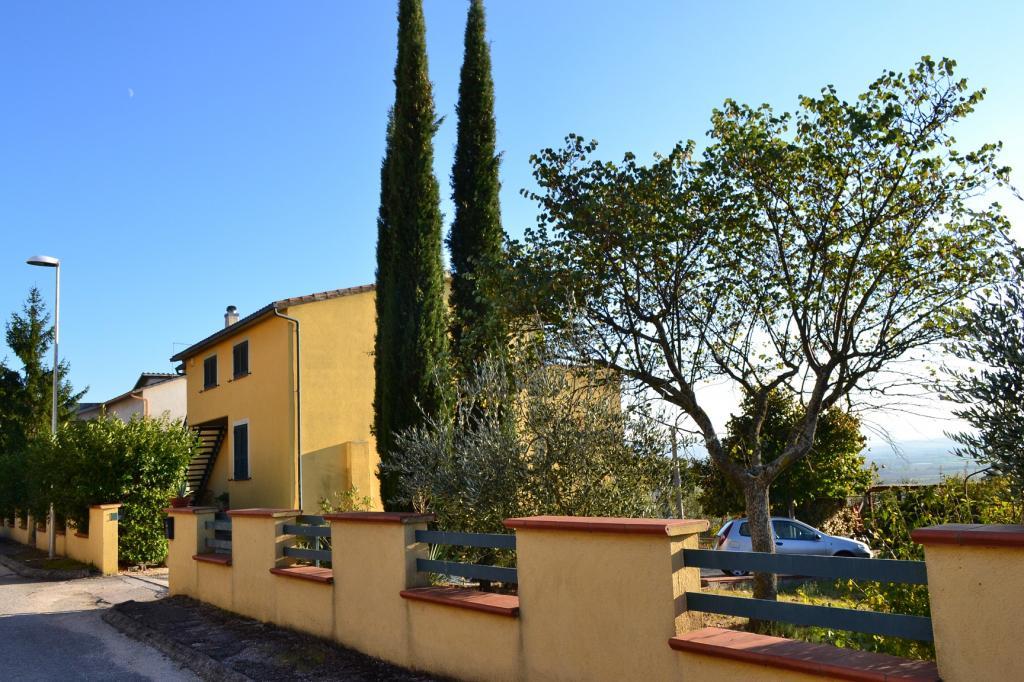 Soluzione Indipendente in vendita a Trevi, 10 locali, zona Zona: Bovara, prezzo € 230.000 | CambioCasa.it