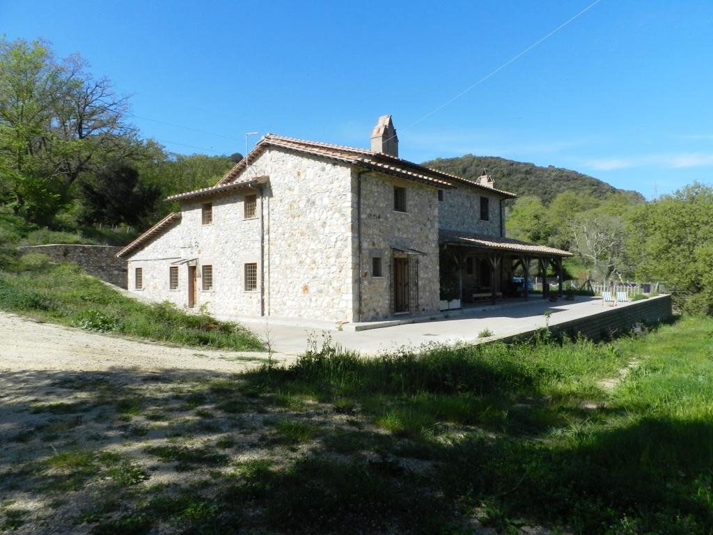 Rustico / Casale in vendita a Tolfa, 16 locali, Trattative riservate | CambioCasa.it