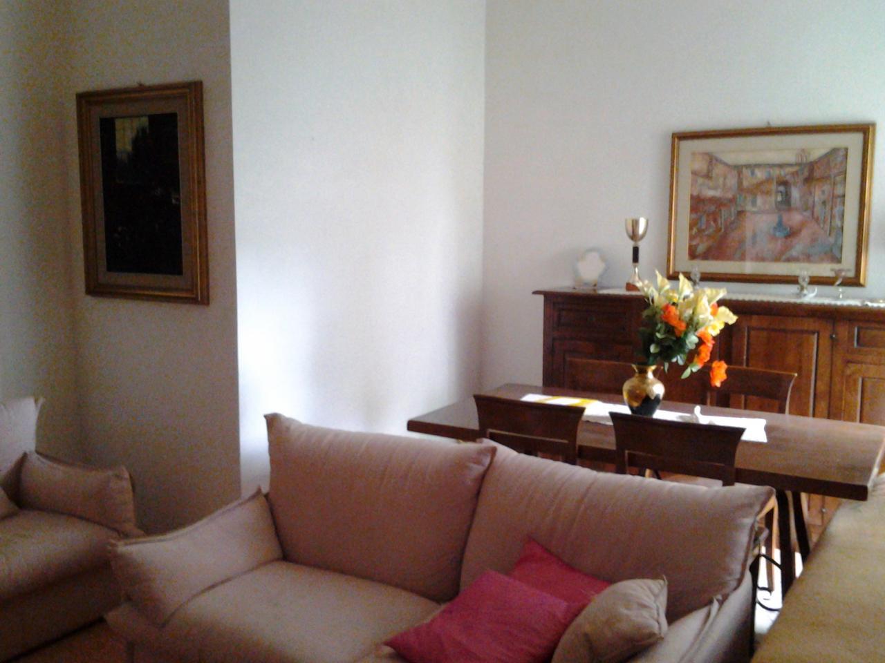 Villa in vendita a Chianciano Terme, 12 locali, prezzo € 220.000 | Cambio Casa.it
