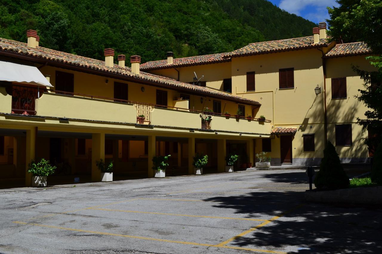 Appartamento in vendita a Visso, 3 locali, prezzo € 76.000 | Cambio Casa.it