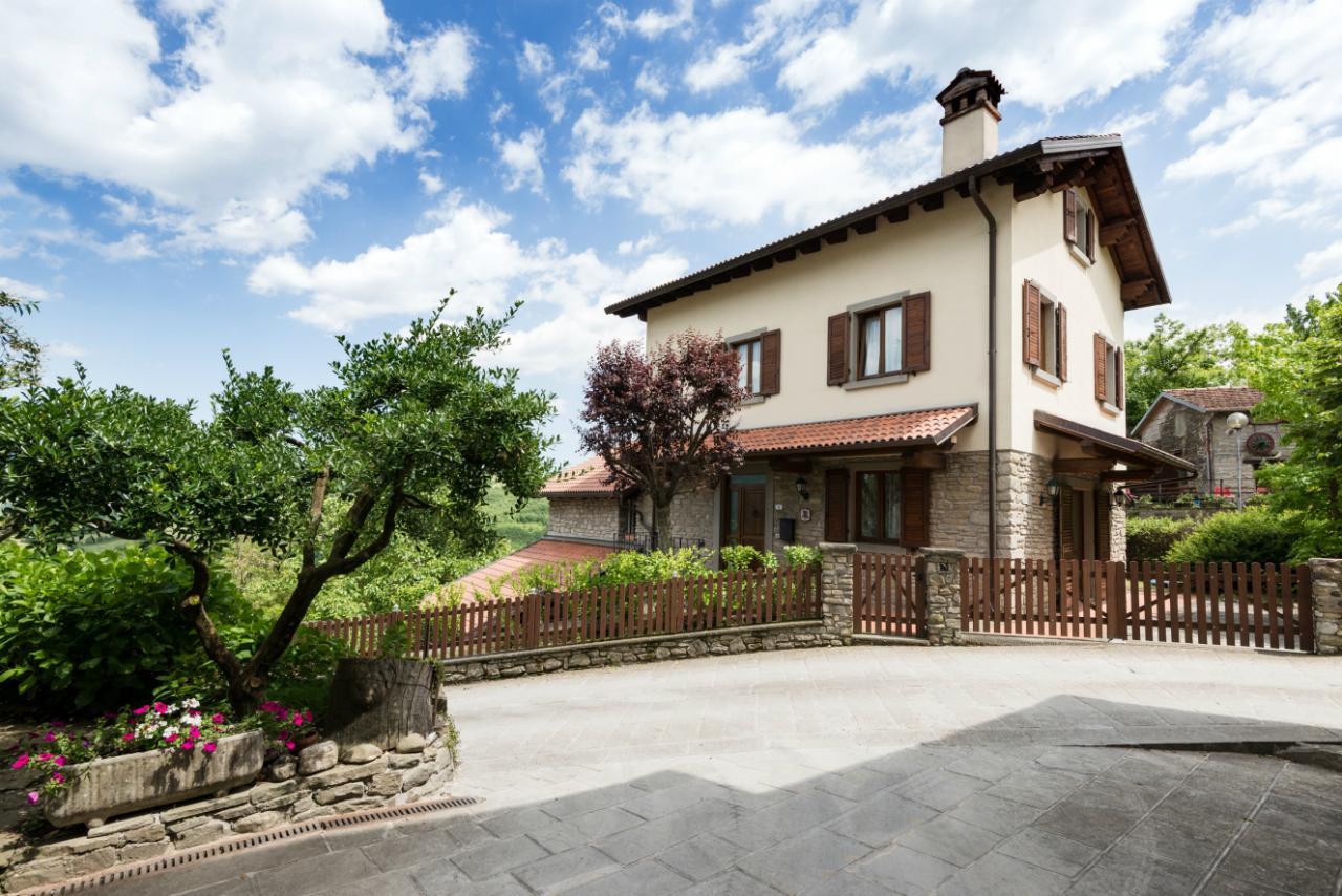 Villa in vendita a Firenzuola, 15 locali, prezzo € 390.000 | CambioCasa.it