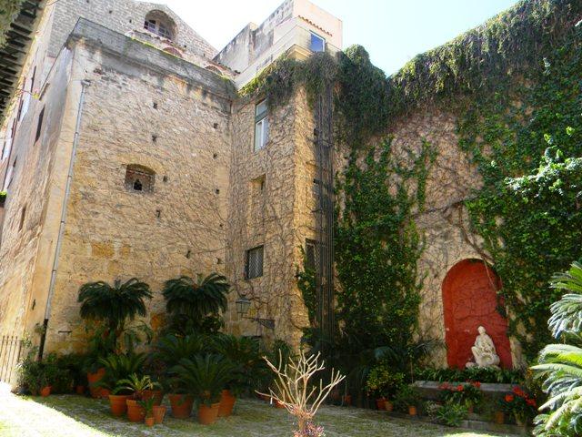 Bilocale Palermo Via Dell'incoronazione 4