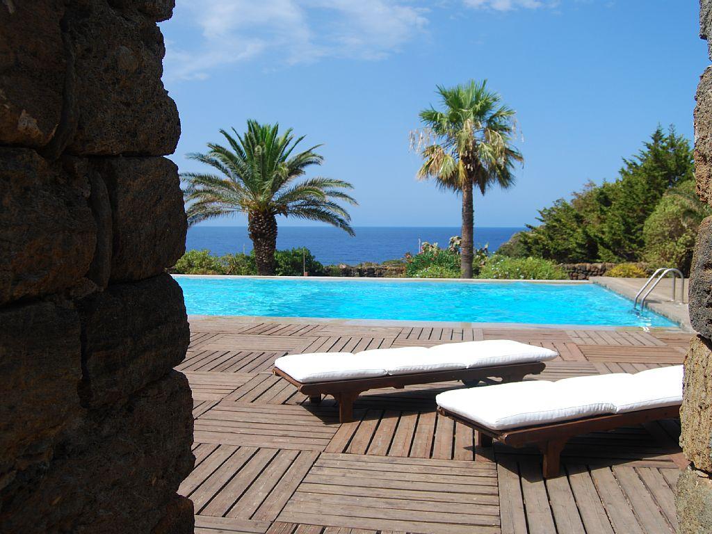 Villa in vendita a Pantelleria, 13 locali, Trattative riservate | CambioCasa.it