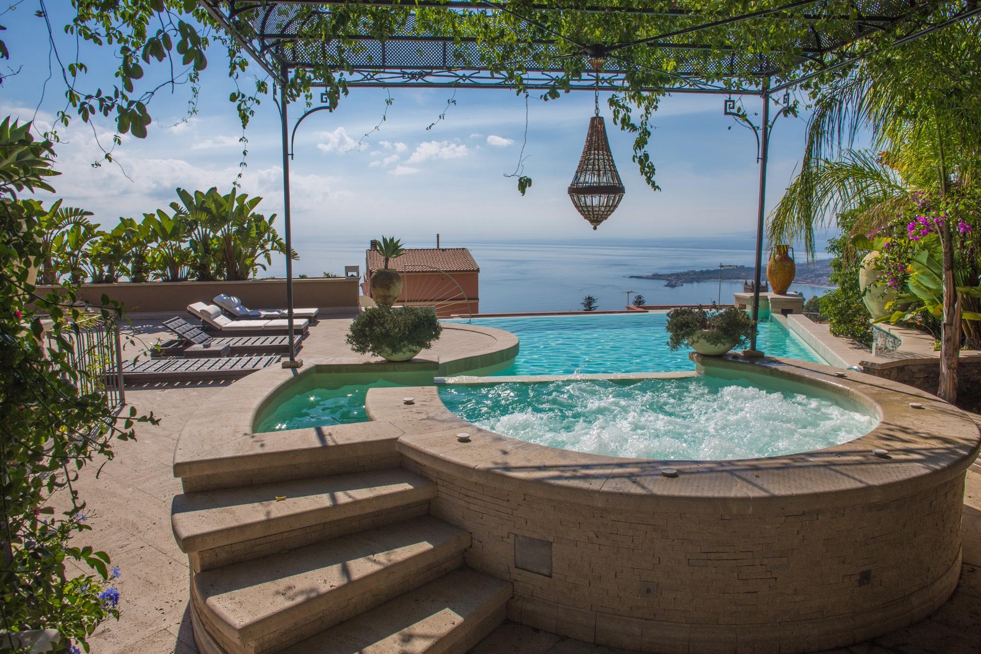 Villa in vendita a Taormina, 15 locali, zona Zona: Centro, Trattative riservate   CambioCasa.it