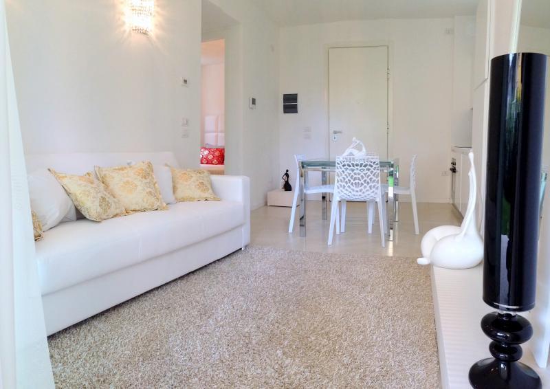 Appartamento in affitto a Riccione, 3 locali, zona Località: PAESE, Trattative riservate | CambioCasa.it